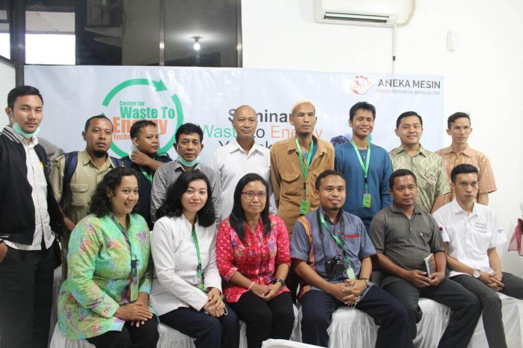 foto-bersama-peserta-workshop-pengolah-sampah